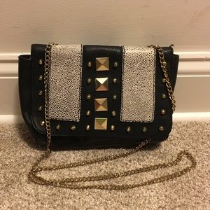Small crossbody purse in black leather with studs